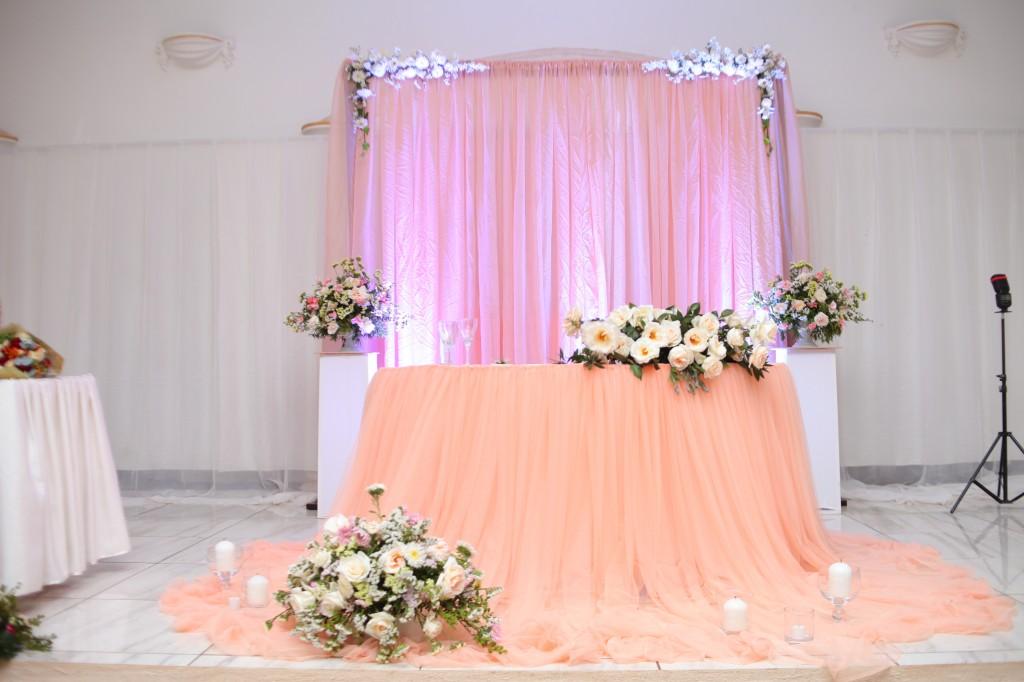 décoration salle mariage champêtre colonnades photosary emilio elviane (2)