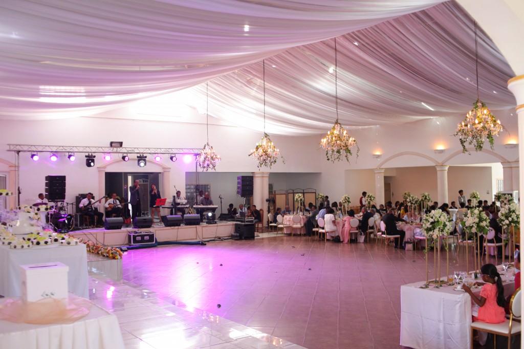 Ambiance en salle  espace colonnades Laza&Hasina (3)