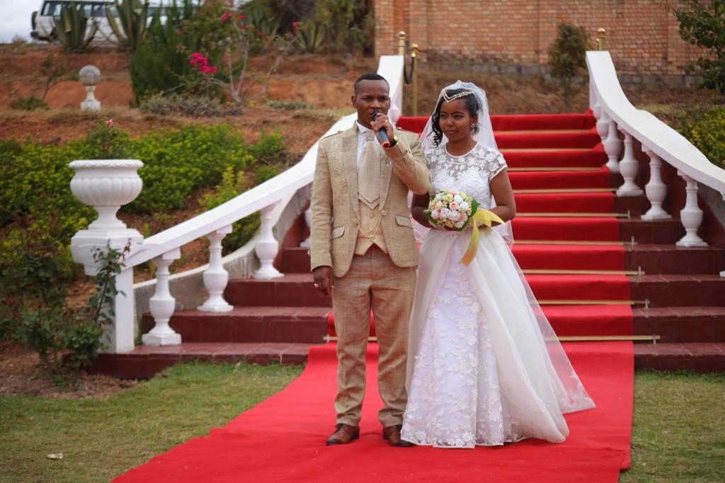 Arrivée mariés mariage espace colonnades Eric & Anne (6)
