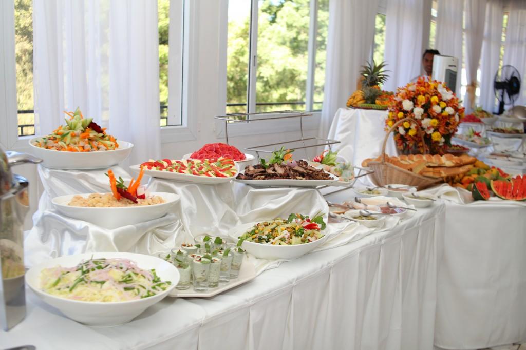 Buffet mariage salle de reception colonnades Laza&Hasina (1)