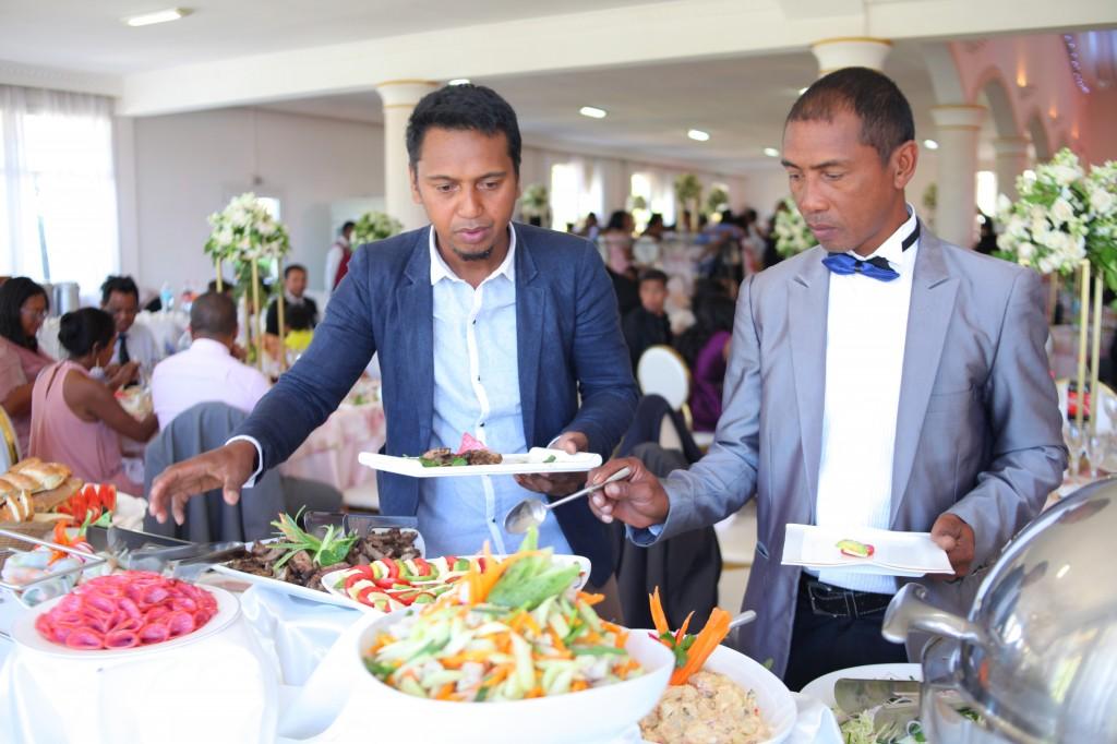 Buffet mariage salle de reception colonnades Laza&Hasina (3)