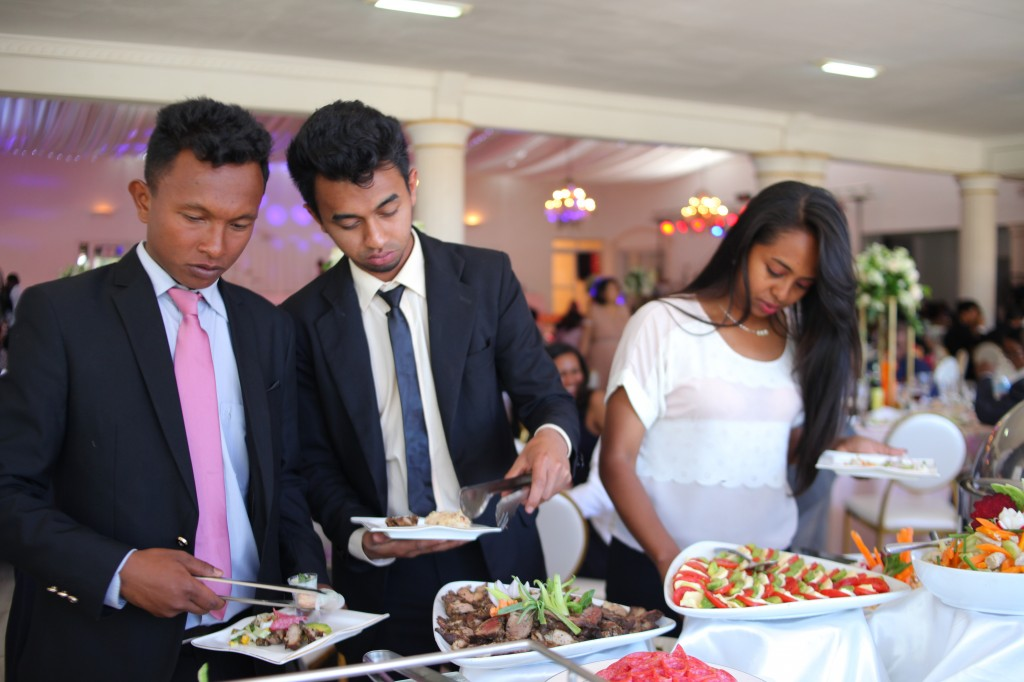 Buffet mariage salle de reception colonnades Laza&Hasina (5)