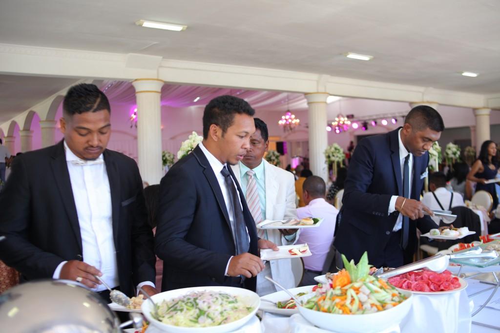 Buffet mariage salle de reception colonnades Laza&Hasina (6)