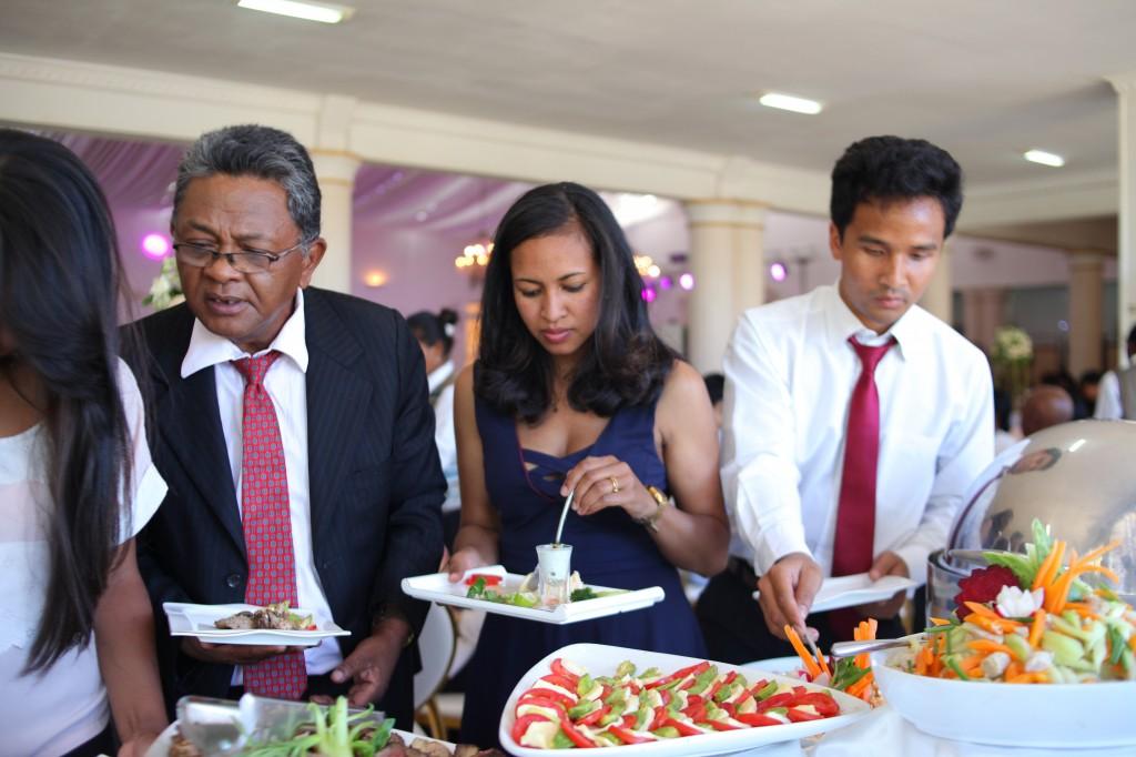 Buffet mariage salle de reception colonnades Laza&Hasina (7)