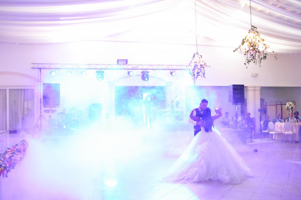 Danse ouverture salle de reception colonnades Laza&Hasina (3)