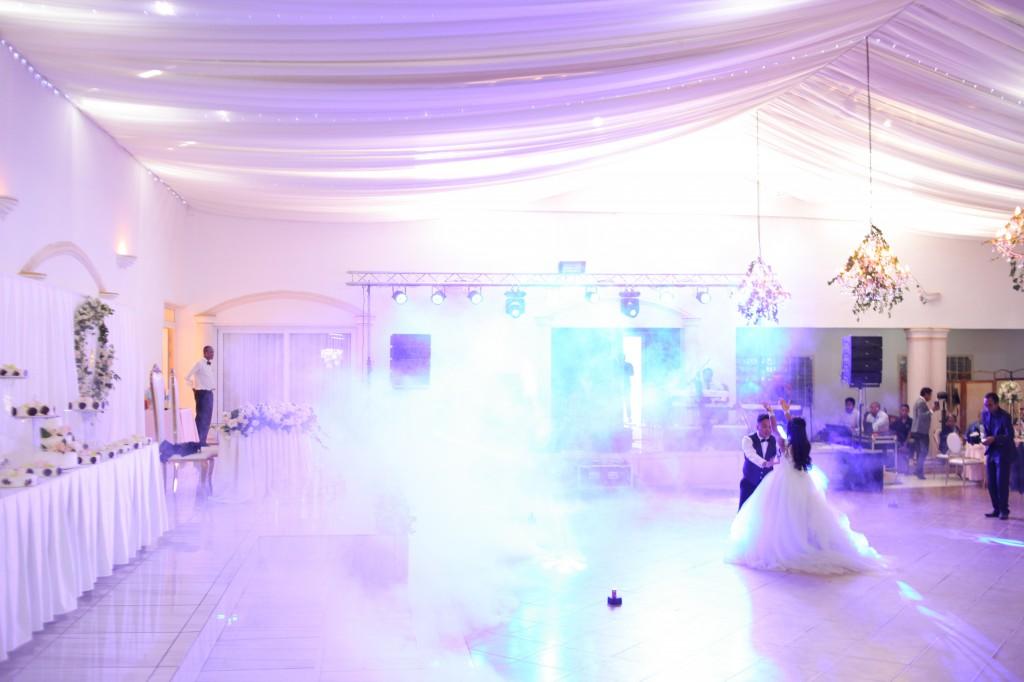 Danse ouverture salle de reception colonnades Laza&Hasina (4)
