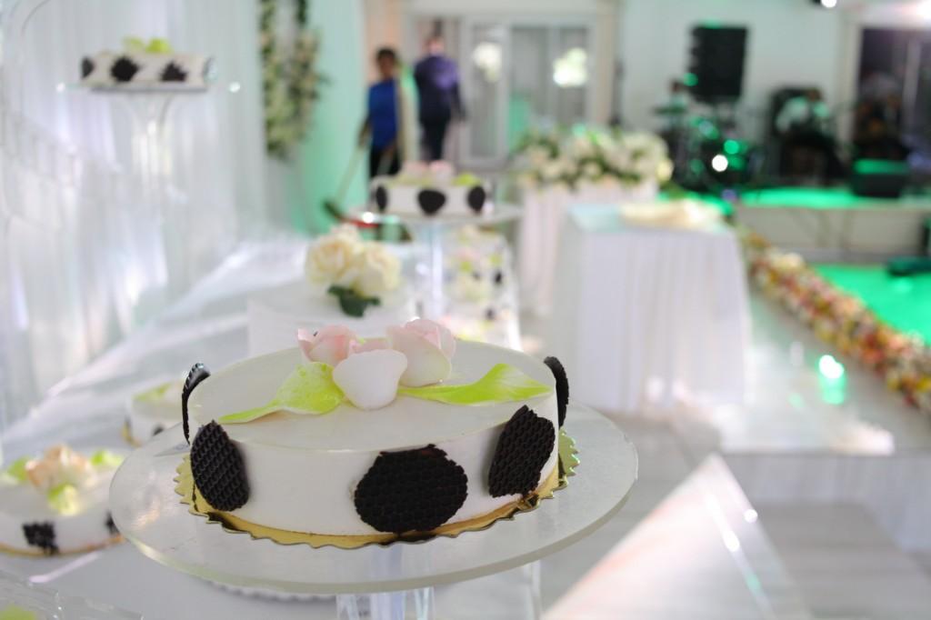 gateau mariage espace colonnades laza & hasina (1)