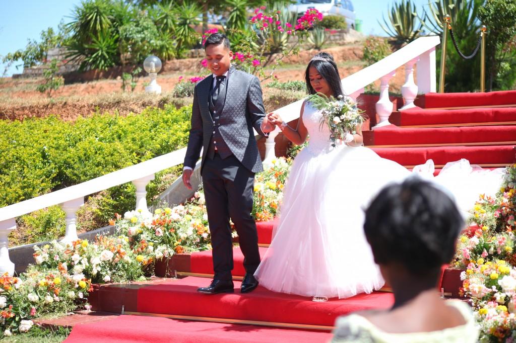red carpet mariage jardin espace colonnades lasa&hasina (5)