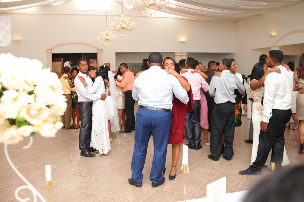 Ambiance-salle-réception-mariage-Laza-Volana (2)