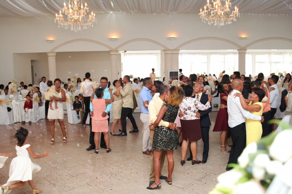 Ambiance-salle-réception-mariage-Laza-Volana (3)