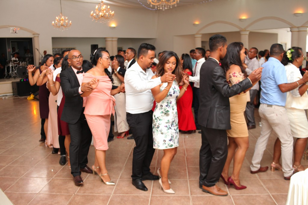 Ambiance-salle-réception-mariage-Laza-Volana (4)