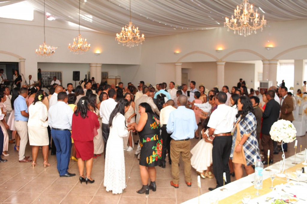 Ambiance-salle-réception-mariage-Laza-Volana (7)