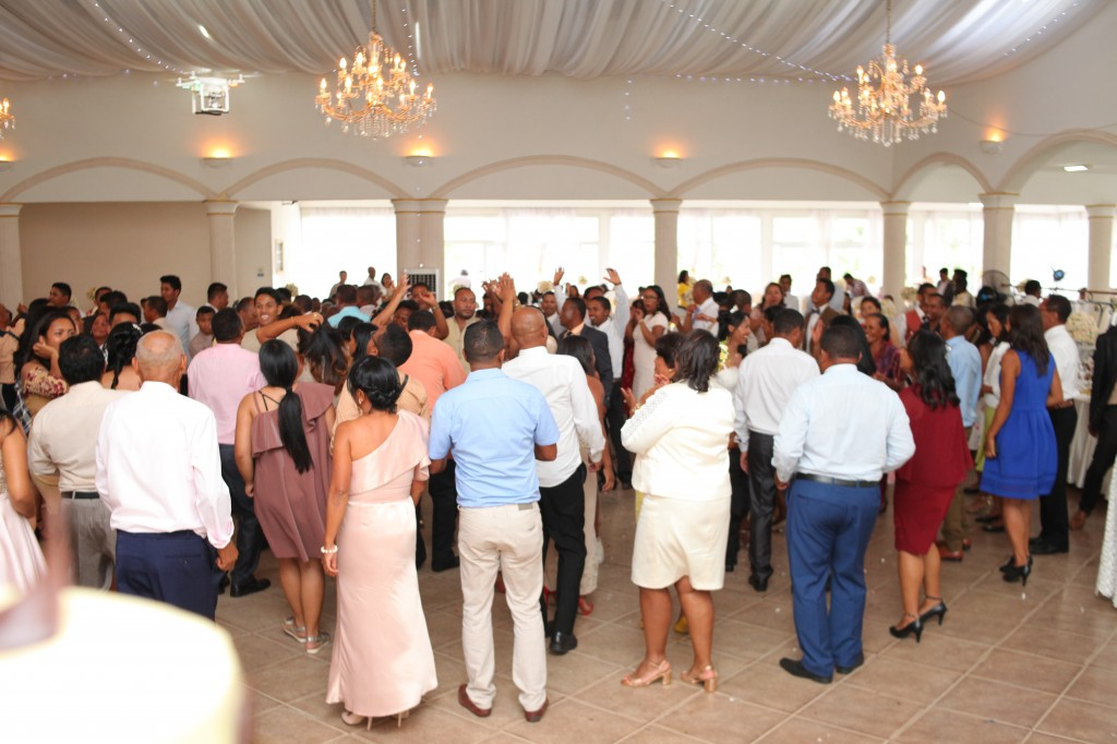 Ambiance-salle-réception-mariage-Laza-Volana (9)