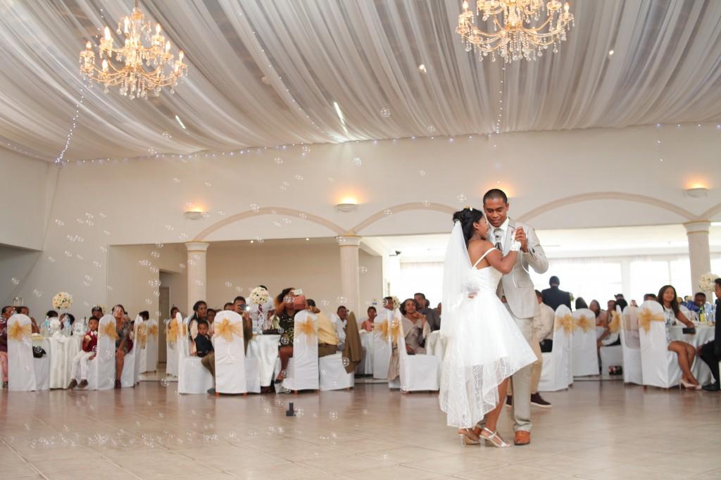 Danse-ouverture-salle-réception-mariage-Laza-Volana (1)