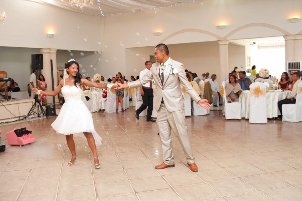 Danse-ouverture-salle-réception-mariage-Laza-Volana (2)