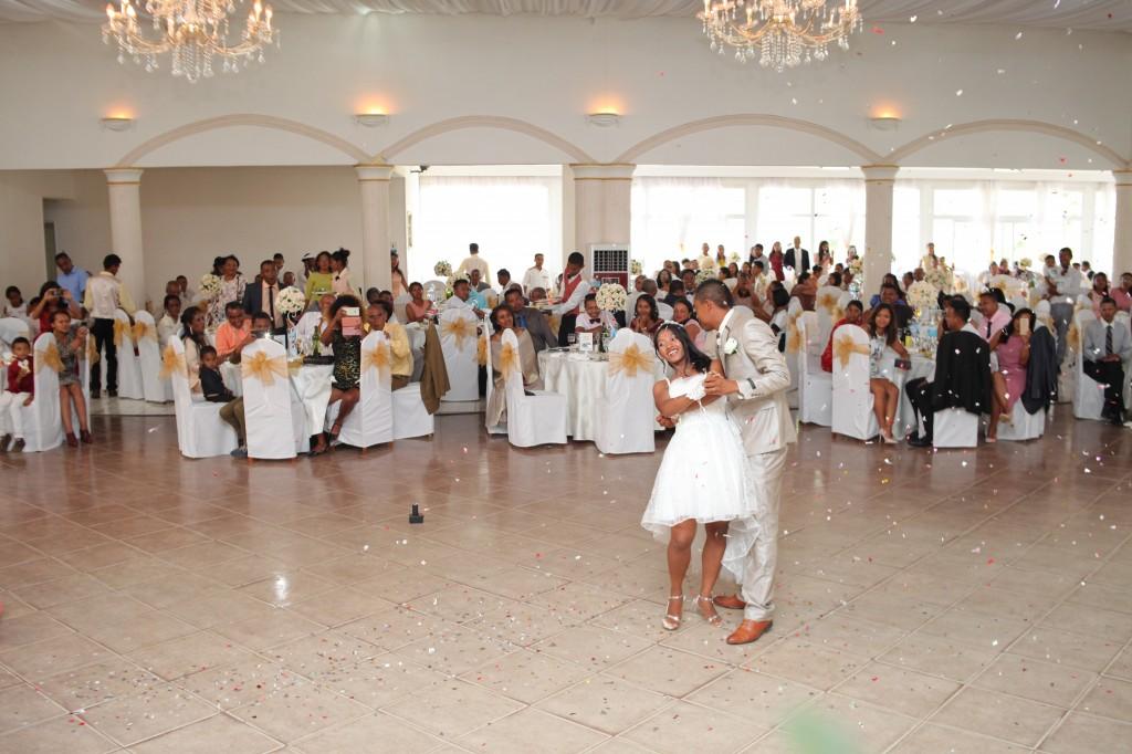 Danse-ouverture-salle-réception-mariage-Laza-Volana (4)