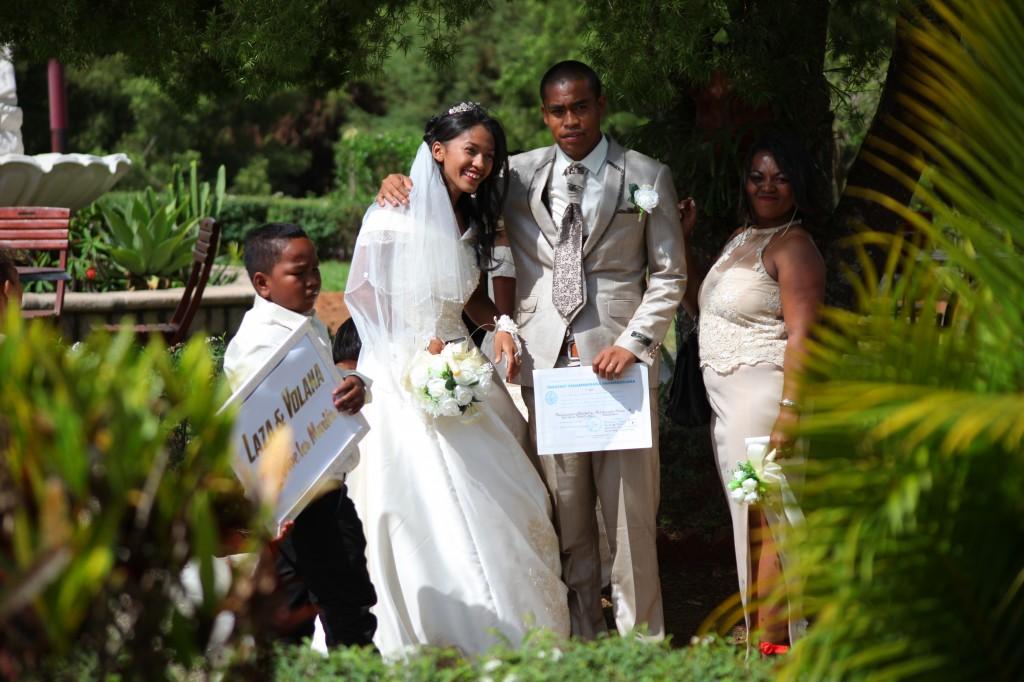 arrivée-mariés-salle-réception-mariage-Laza-Volana (3)