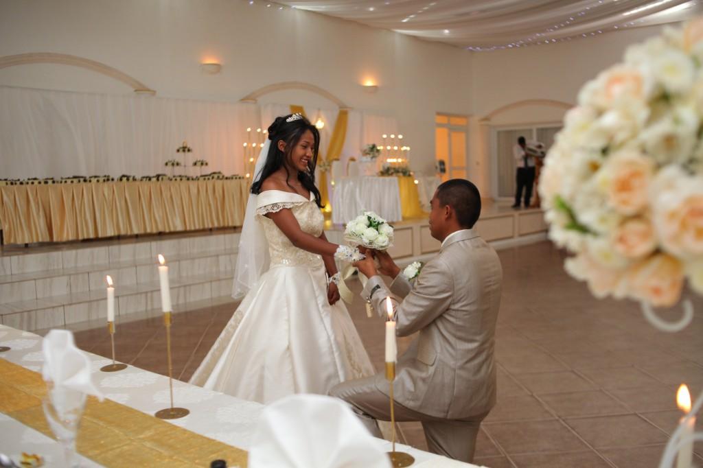 arrivée-mariés-salle-réception-mariage-Laza-Volana (6)