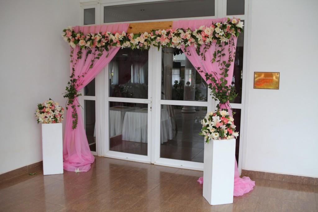 déco salle de reception colonnades mariage antonio sitraka
