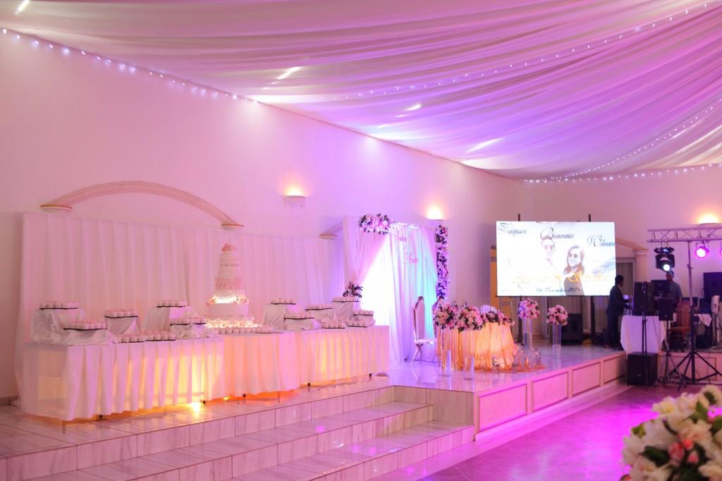 déco salle de reception colonnades mariage antonio sitraka (11)