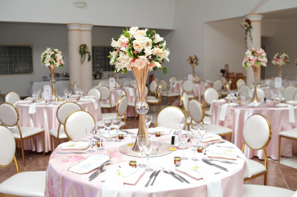 déco salle de reception colonnades mariage antonio sitraka (2)