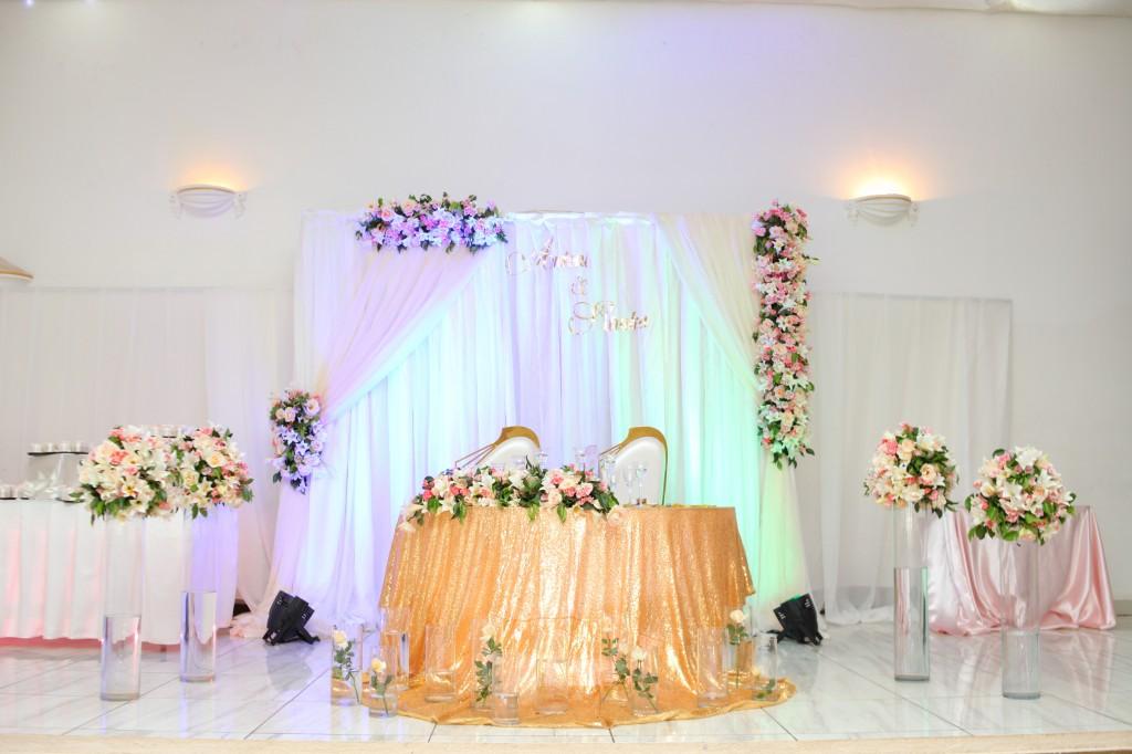 déco salle de reception colonnades mariage antonio sitraka (5)