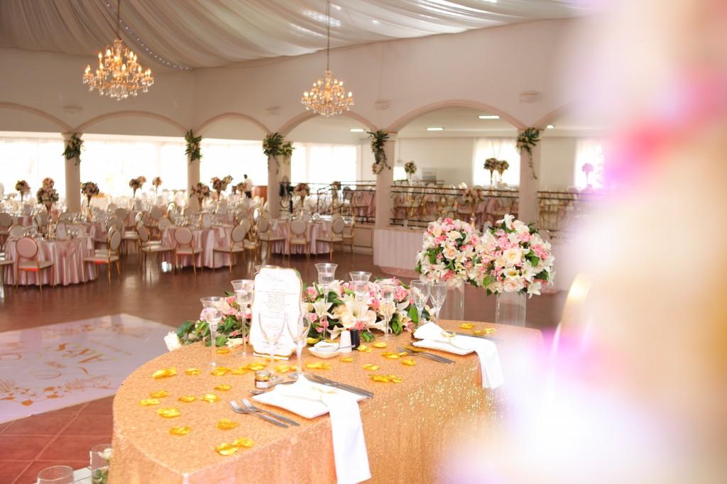 déco salle de reception colonnades mariage antonio sitraka (6)