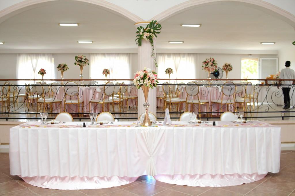 déco salle de reception colonnades mariage antonio sitraka (7)