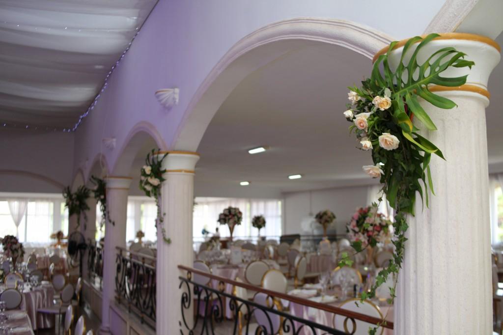 déco salle de reception colonnades mariage antonio sitraka (8)