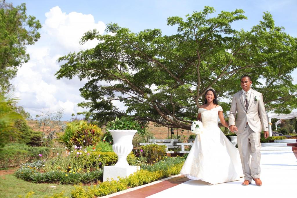 entrée-mariés-salle-réception-mariage-Laza-Volana (1)