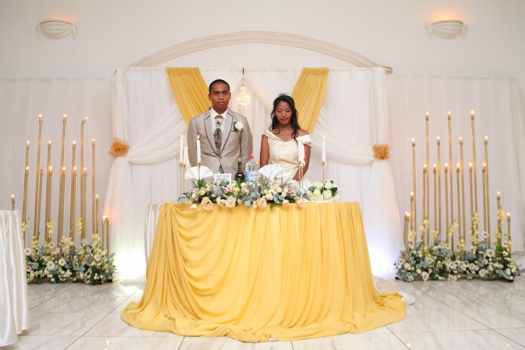 entrée-mariés-salle-réception-mariage-Laza-Volana (3)