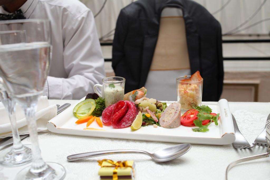 grand-buffet-salle-réception-mariage-Laza-Volana (10)