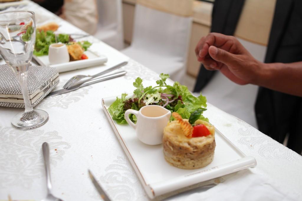 grand-buffet-salle-réception-mariage-Laza-Volana