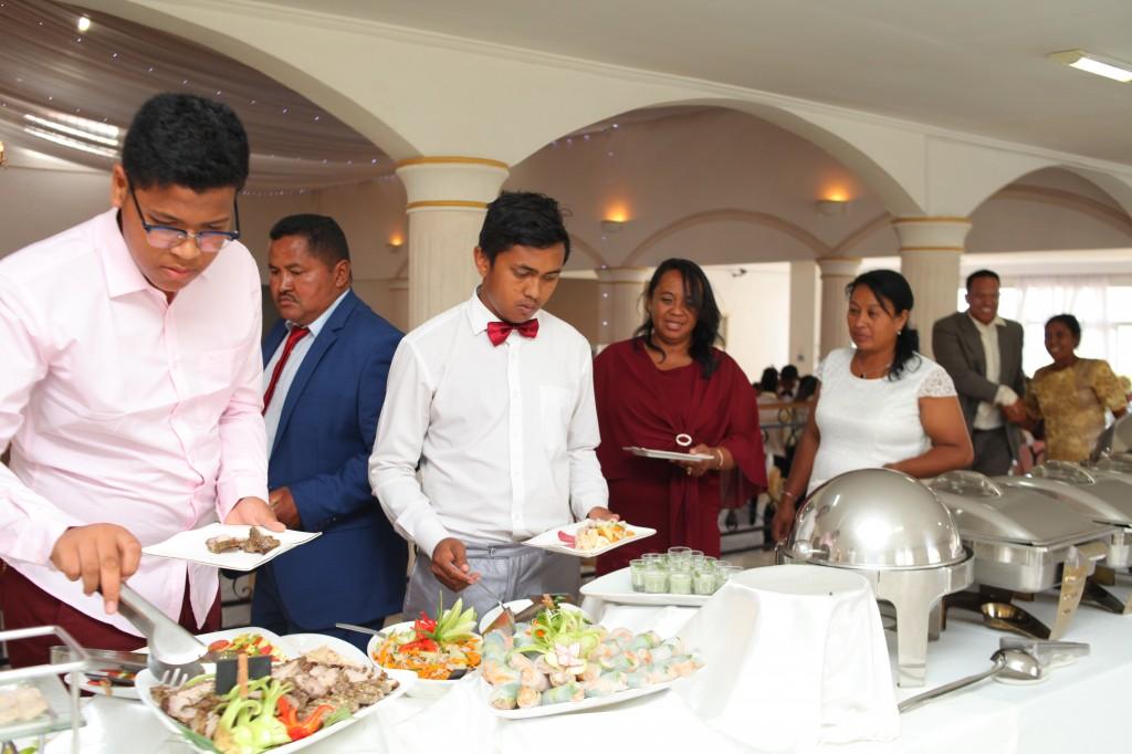 grand-buffet-salle-réception-mariage-Laza-Volana (5)