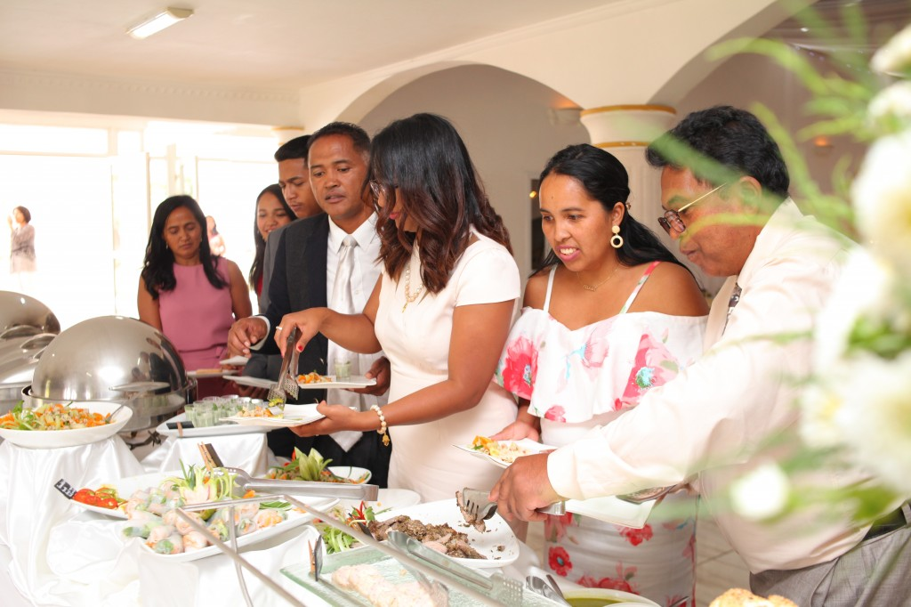 grand-buffet-salle-réception-mariage-Laza-Volana (8)