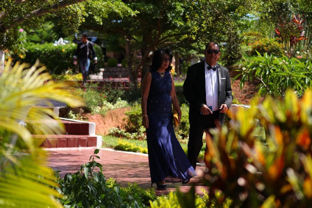 arrivée mariés & invités jardin mariage Colonnades Mamitiana & Tatiana (3)
