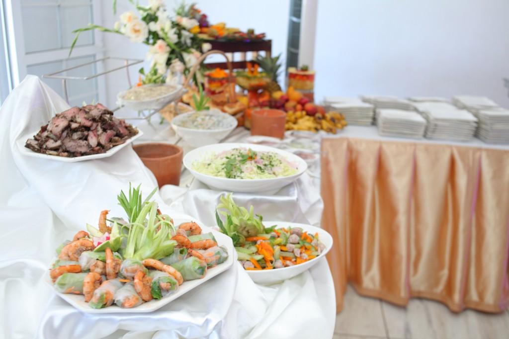 grand buffet salle de récéption mariage Colonnades Mamitiana & Tatiana (1)
