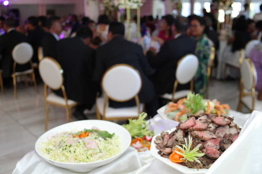 grand buffet salle de récéption mariage Colonnades Mamitiana & Tatiana (2)