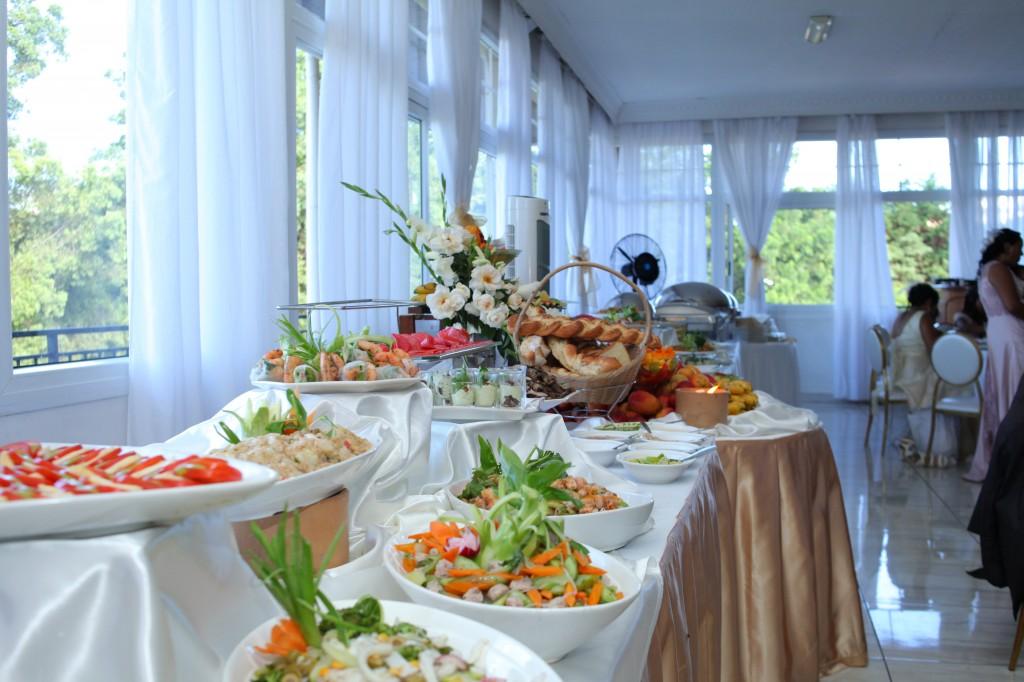 grand buffet salle de récéption mariage Colonnades Mamitiana & Tatiana (4)
