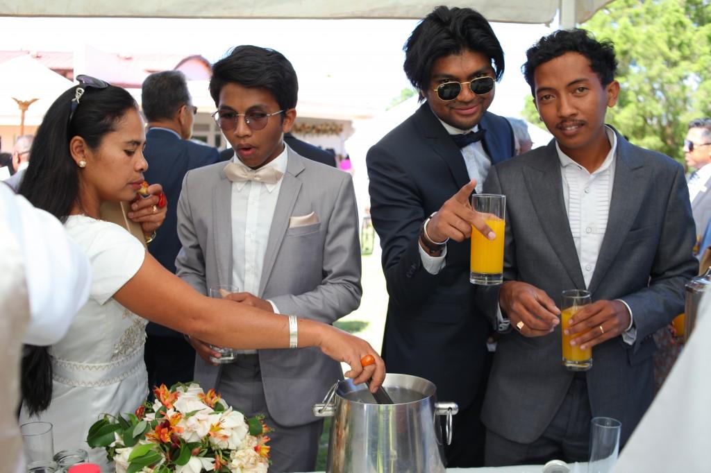 jardin cocktail de bienvenue mariage Colonnades Mamitiana & Tatiana (4)