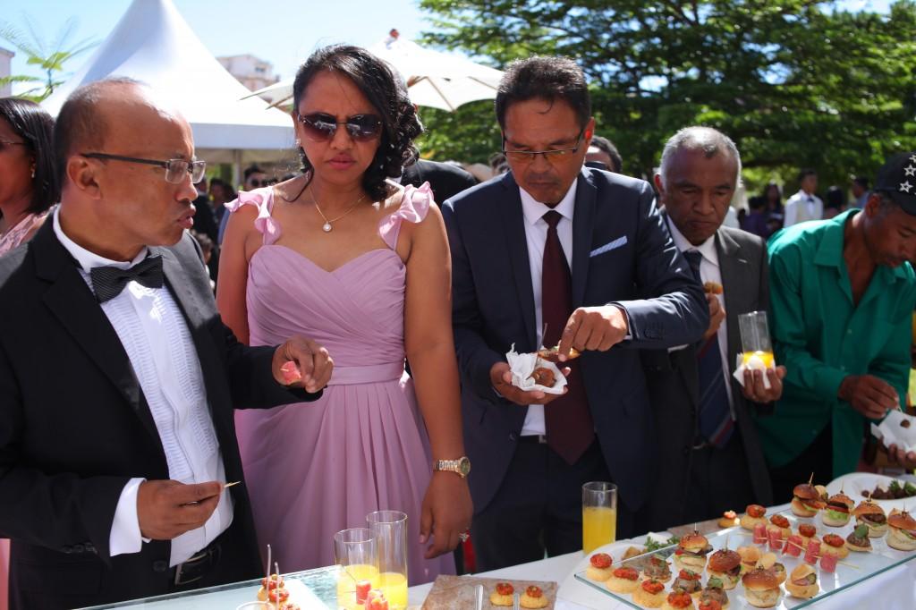 jardin cocktail de bienvenue mariage Colonnades Mamitiana & Tatiana (6)