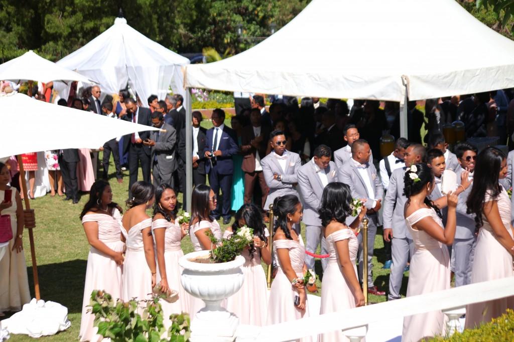 parcours tapis blanc mariage Colonnades Mamitiana & Tatiana (4)
