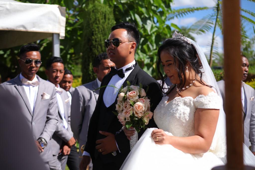 parcours tapis blanc mariage Colonnades Mamitiana & Tatiana (7)