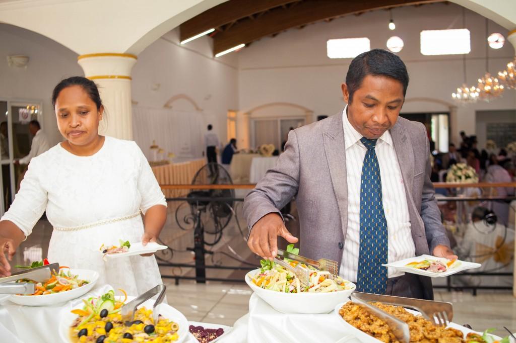 Ambiance-salle-buffet-mariage-espace-Colonnades-Antananarivo-Niavo & Fepy (1)