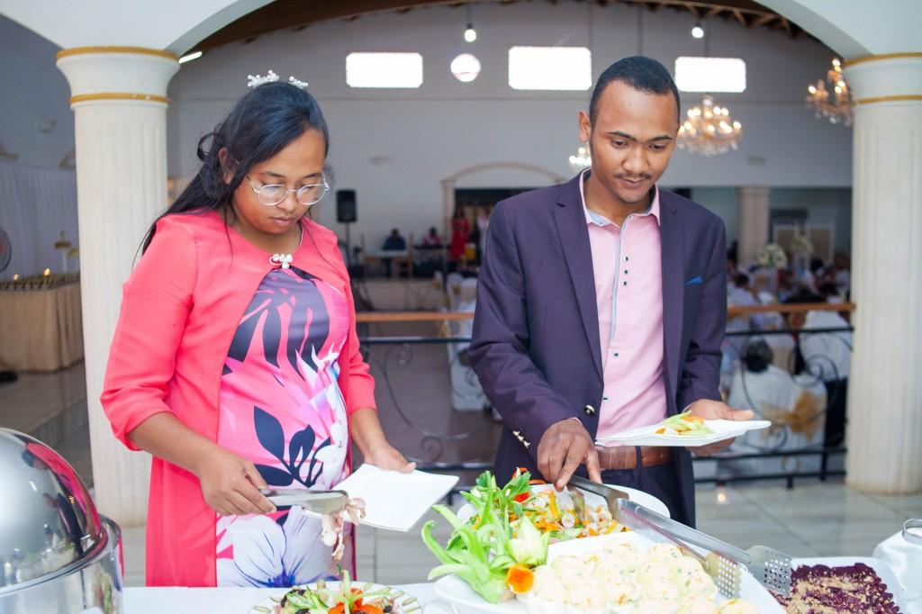Ambiance-salle-buffet-mariage-espace-Colonnades-Antananarivo-Niavo & Fepy (4)