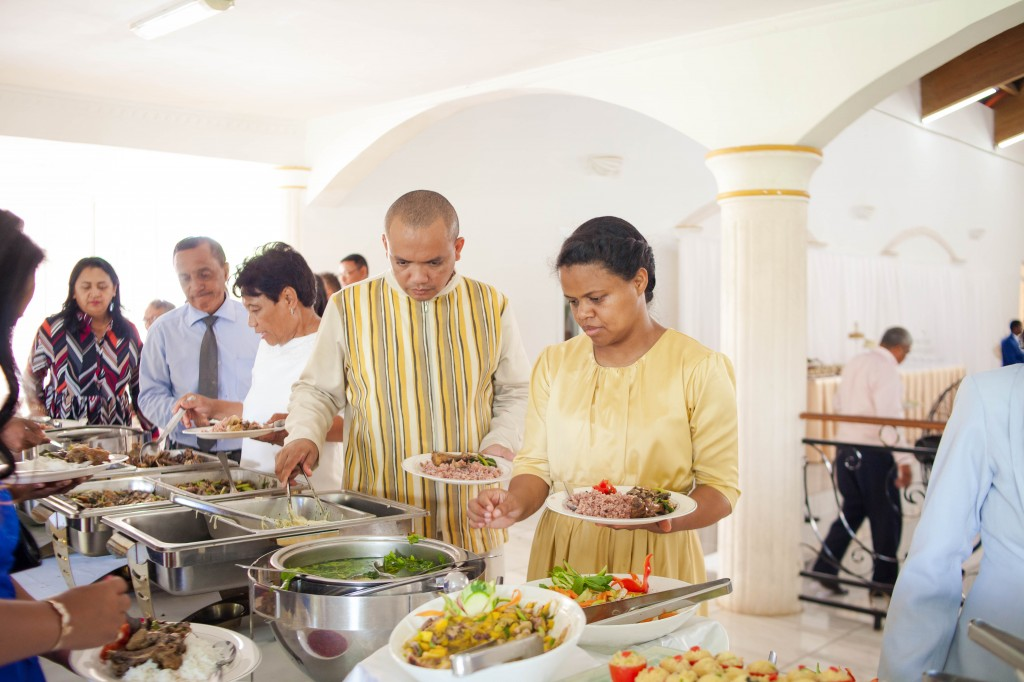 Ambiance-salle-buffet-mariage-espace-Colonnades-Antananarivo-Niavo & Fepy (8)