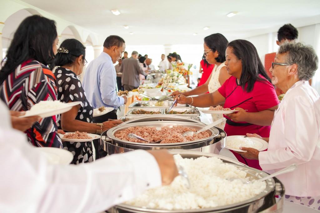 Ambiance-salle-buffet-mariage-espace-Colonnades-Antananarivo-Niavo & Fepy (9)
