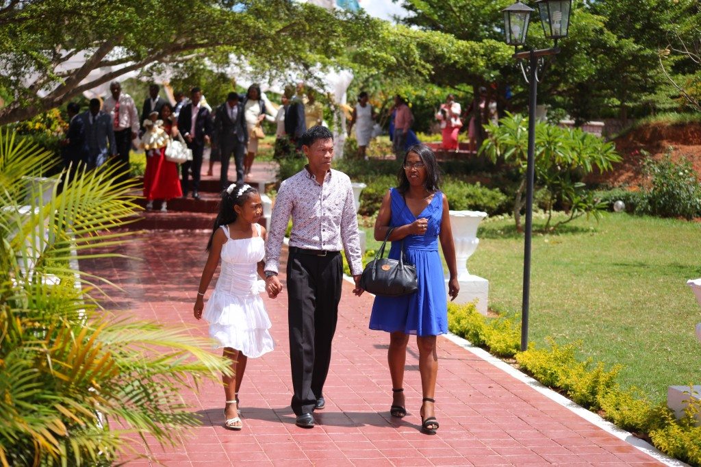 Arrivée-mariés-invités-mariage-espace-Colonnades-Antananarivo-Niavo & Fepy (12)