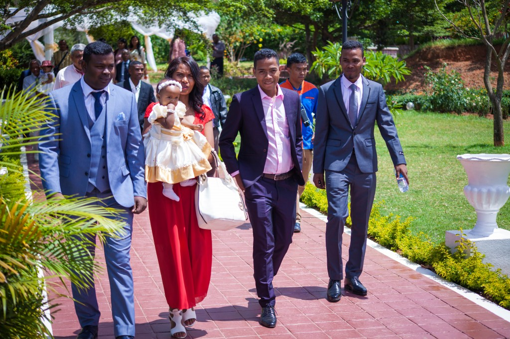 Arrivée-mariés-invités-mariage-espace-Colonnades-Antananarivo-Niavo & Fepy (13)