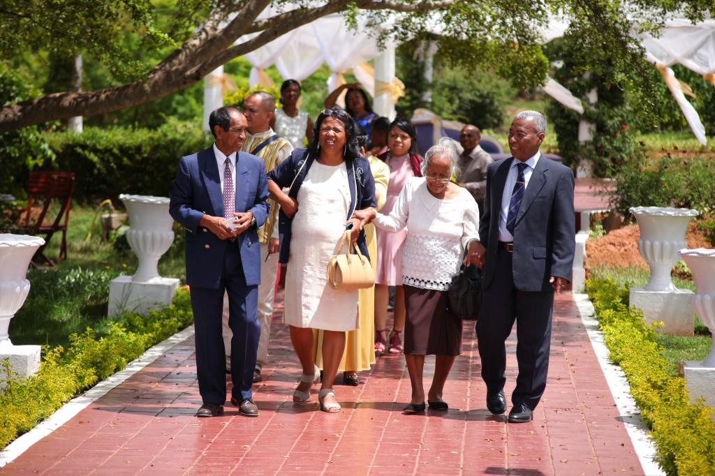 Arrivée-mariés-invités-mariage-espace-Colonnades-Antananarivo-Niavo & Fepy (14)